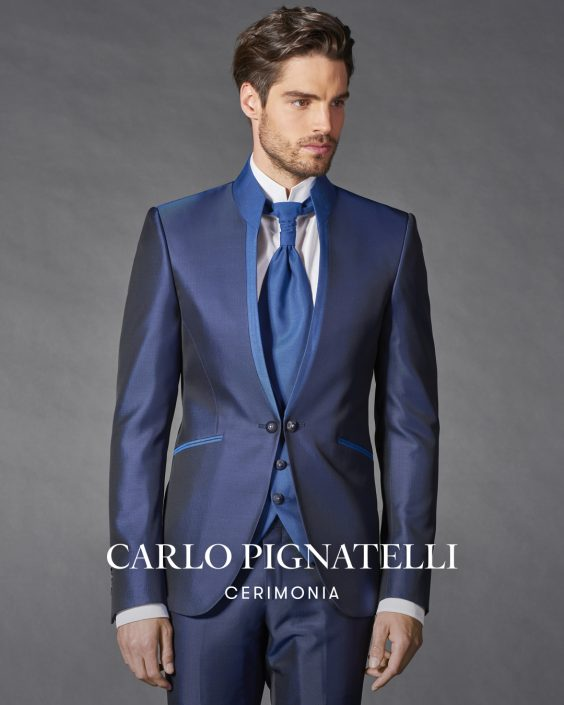 abito blu con cravatte collezione 2022 Carlo Pignatelli.