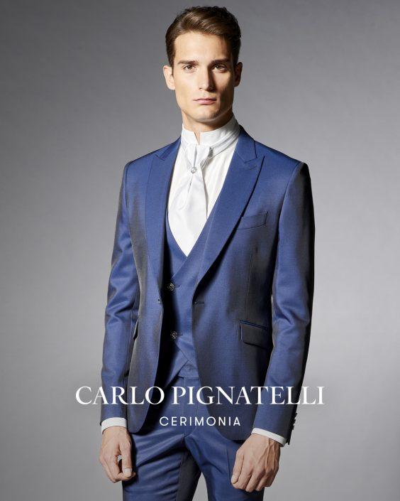 abito da sposo blu con rever bavero.