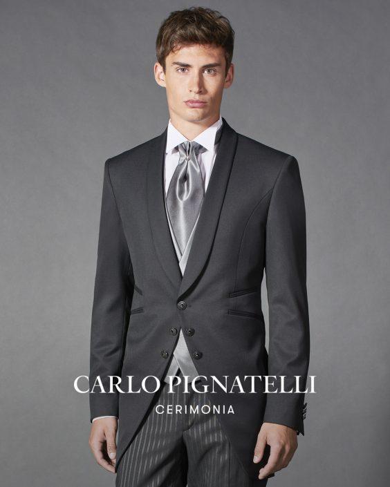 abito nero con rever sciallato. Carlo Pignatelli 2022.
